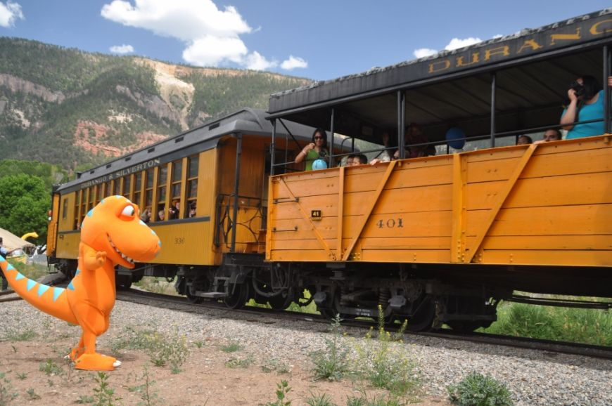The Dinosaur Train's main character, Buddy, greets D&SNGRR guests.