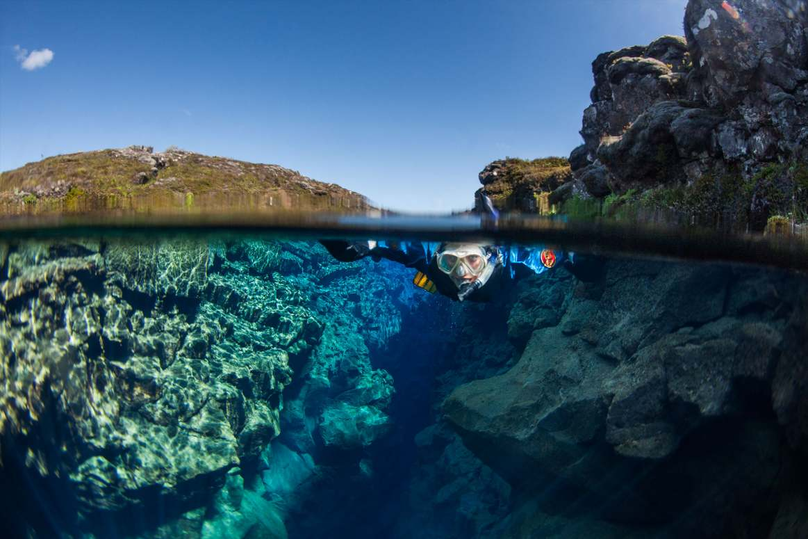 Diving between tectonic plates