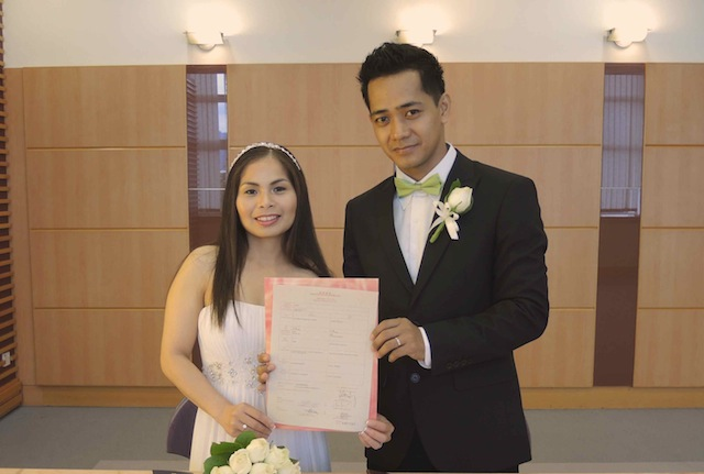 Marriage couple with hong kong marriage certificat