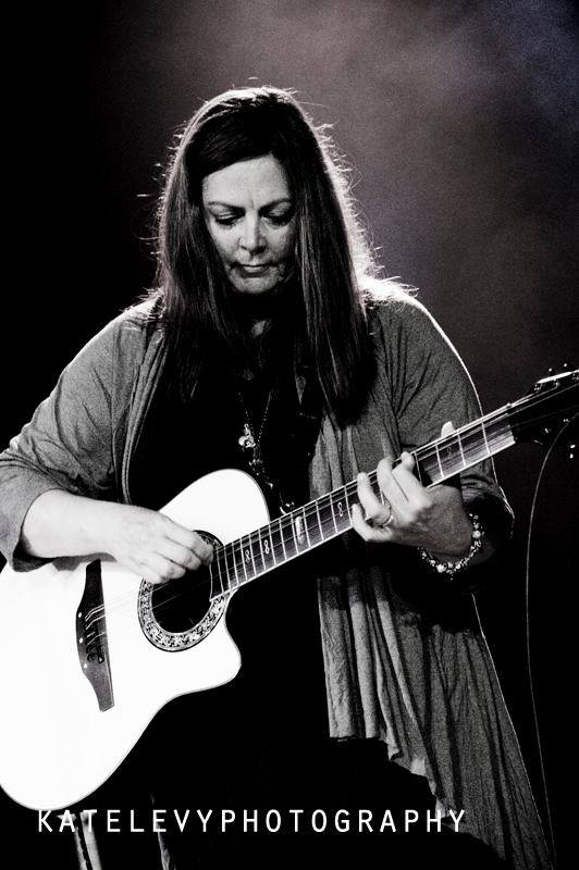 Singer Songwriter Mary McGuire