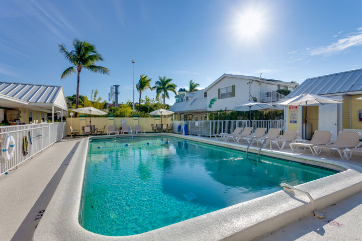 Discover family friendly naples florida lemon tree inn for Florida pool homes