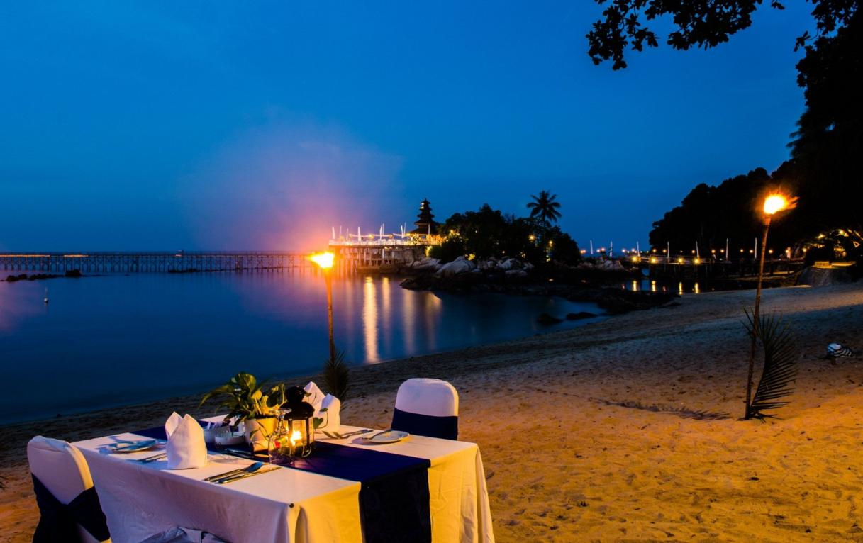 Beachfront Candle Light Dinner