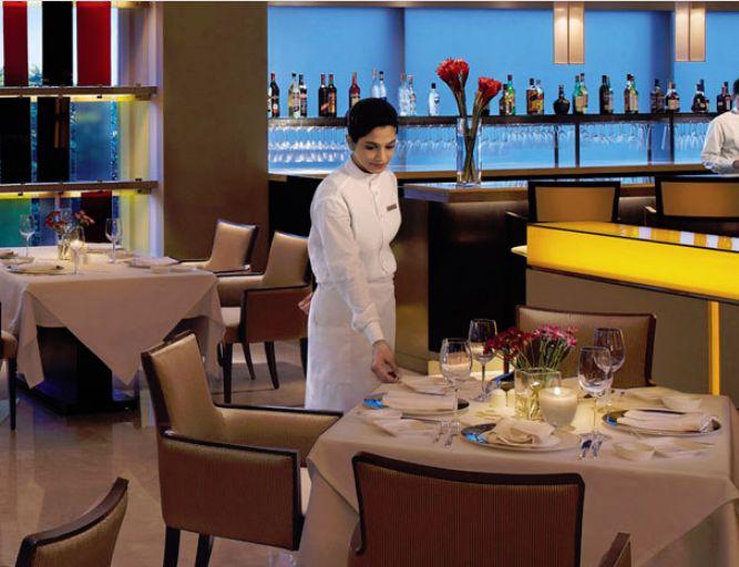 Vilasa guests dine in luxury
