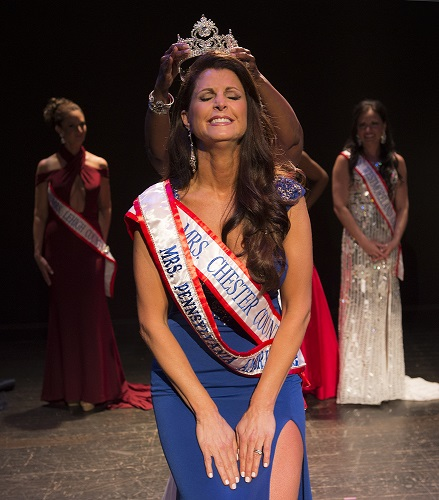 Valerie Ross is crowned Mrs PA America 2017 photo by Frank Siegal
