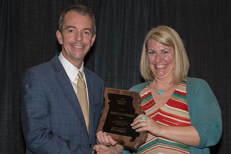 Gubbels receives award from Marshall Stewart, MU Vice Chancellor for Extension