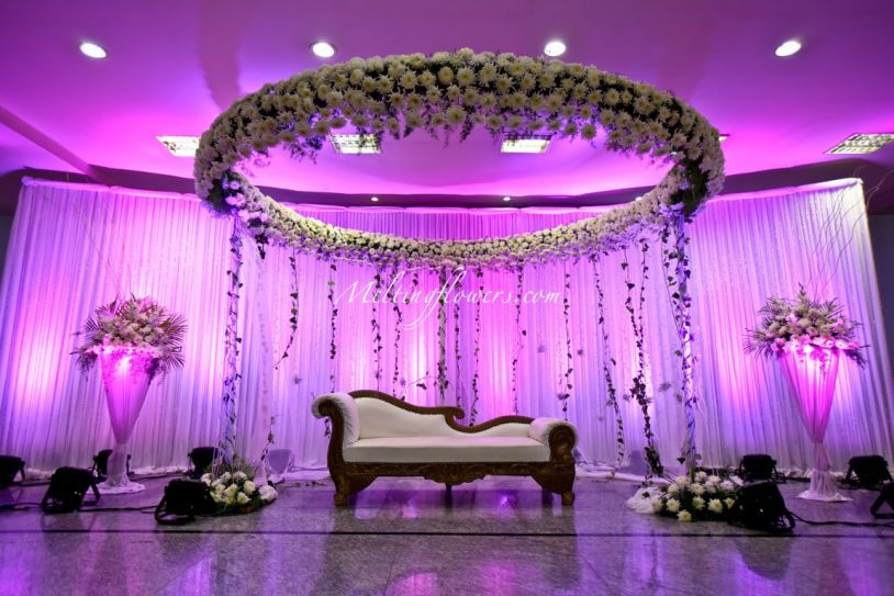 Apply these wedding backdrop decoration ideas to make your for Background decoration for indian wedding
