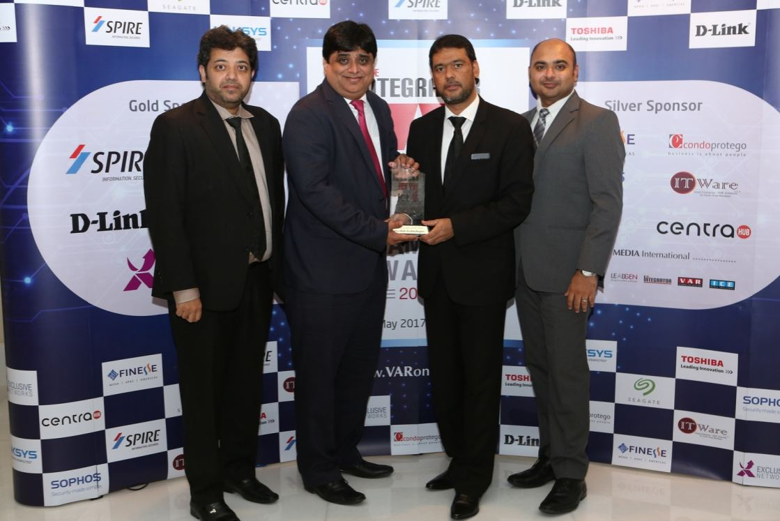 The Centra Hub team with the Emerging Vendor of the Year Award