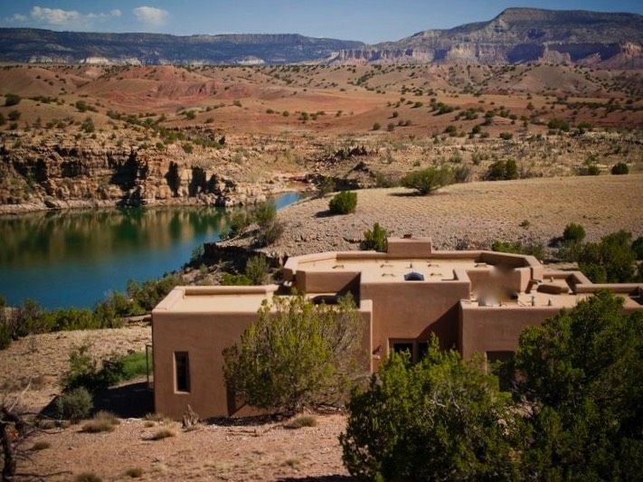 Abiquiu 39 s the casita del lago vacation rental earns 2017 for Cabine del lago casitas