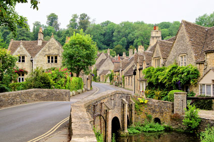 Honey-coloured stone of Cotswold Cottages
