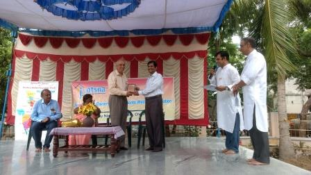 Mr. V. Balasundaram (3rd from right) giving Baba Amte Award to Dr.Thirunarayanan