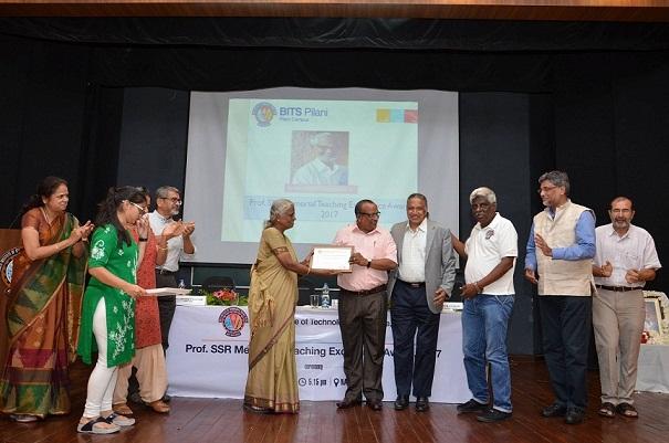 Dr Srinivasan gets alumni funded Ist Prof SSR Memorial Teaching Excellence Award