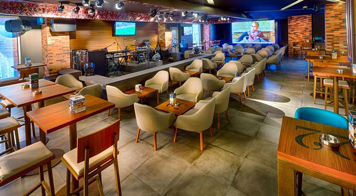 The-Huddle-Sports-Bar-Grill-(4)
