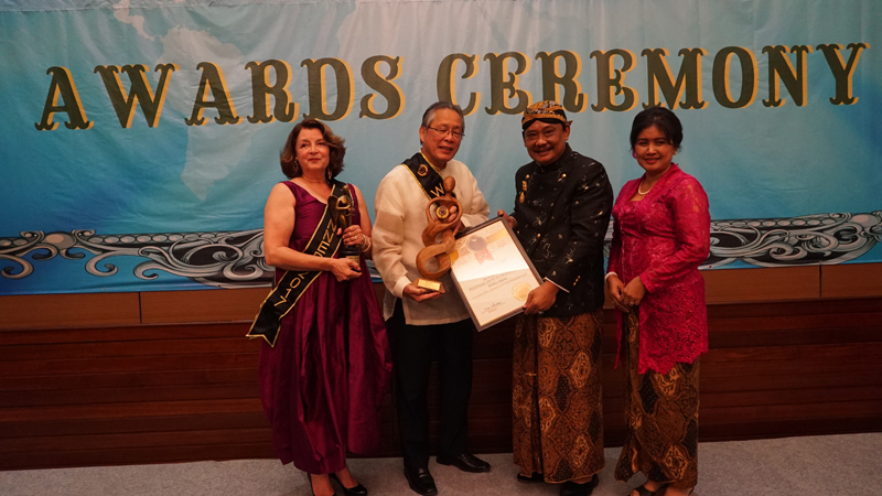 Noel and Kathryn Izon Received Best Film World Humanitarian Awards