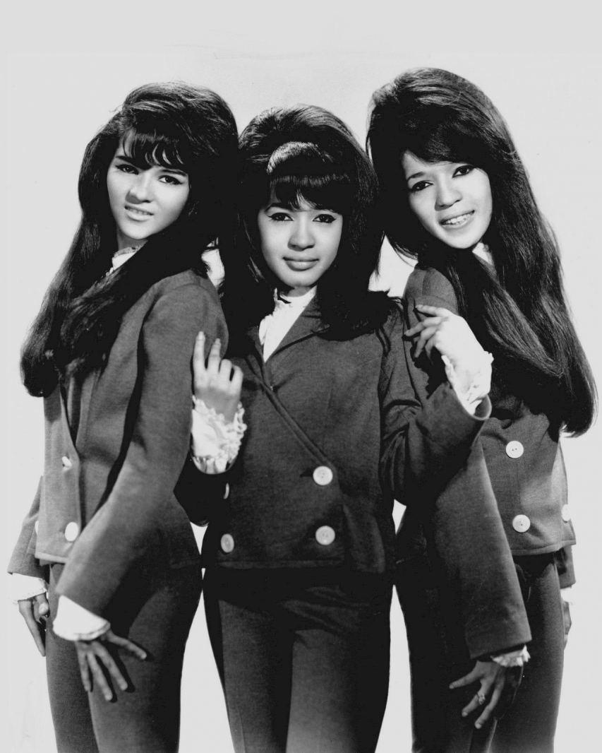 Estelle Bennett (right) in Rock & Roll Hall of Fame girl group Ronettes in 1966