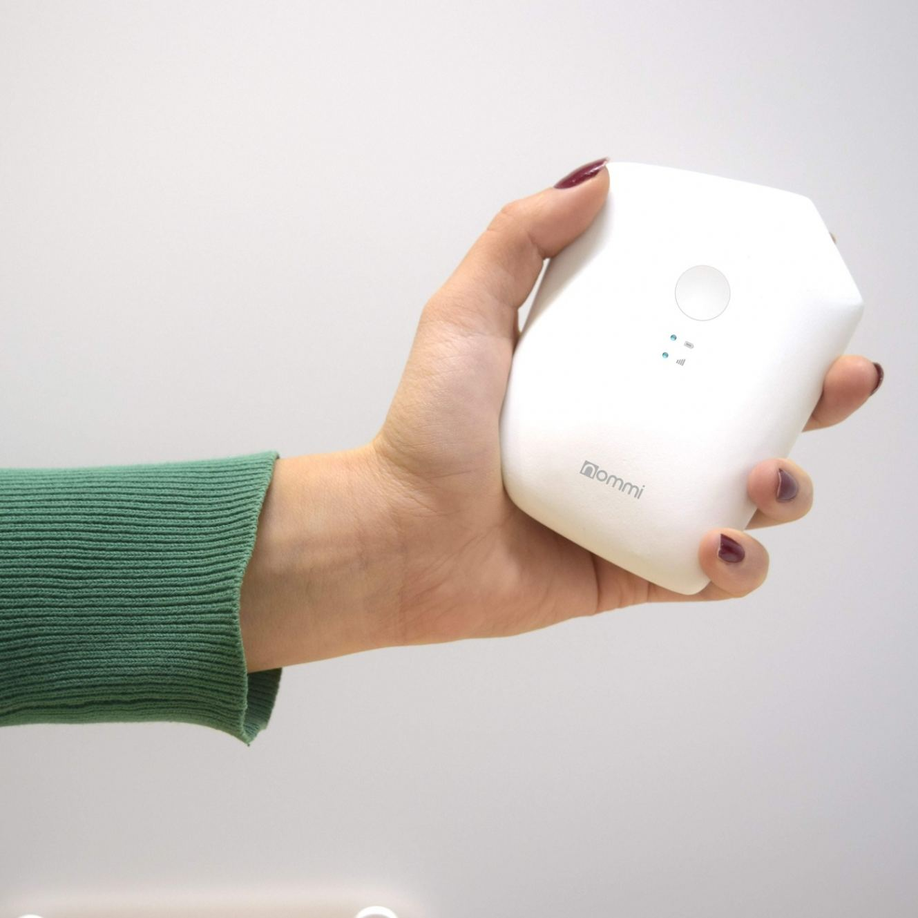 Nommi - 4G Hotspot with Unlimited Wi-Fi Worldwide.