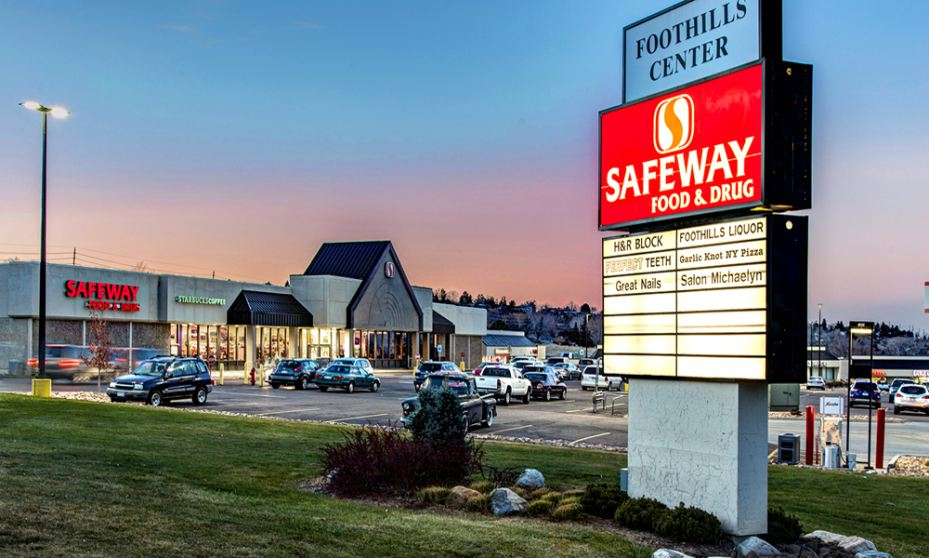 Lakewood, Colorado Safeway-anchored shopping center