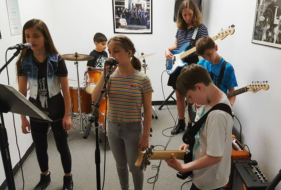 Students rehearsing at Rock'n Music Academy
