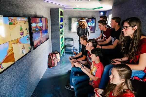 26 people can play simultaneously