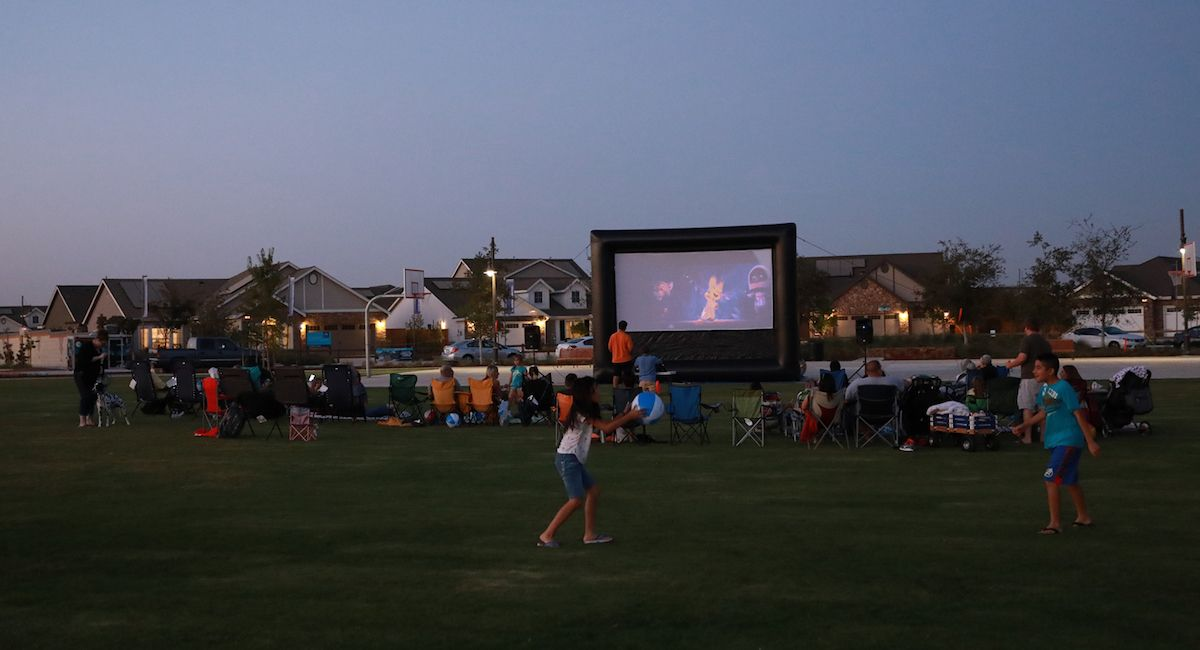 Join Lennar at Gossamer Grove for a special movie night event and new models.