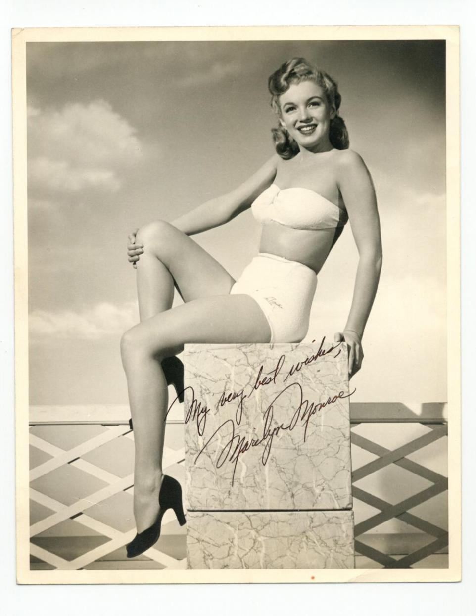 Early signed black and white photo of Marilyn Monroe, taken around 1947.