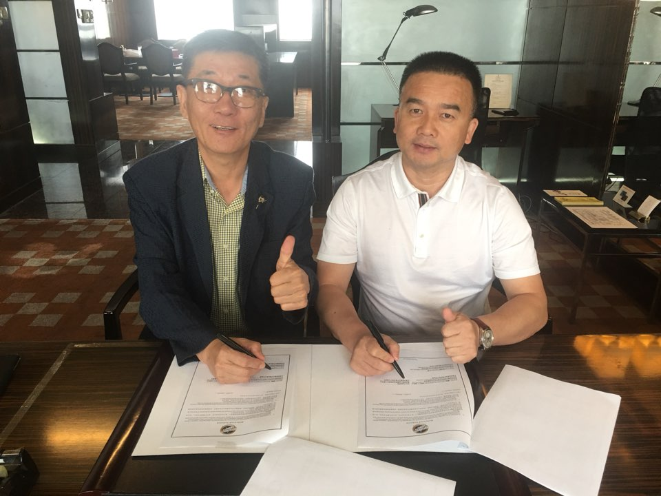 Don Cho and Zhou, Jing sign an agreement for Hollywood Tribute®