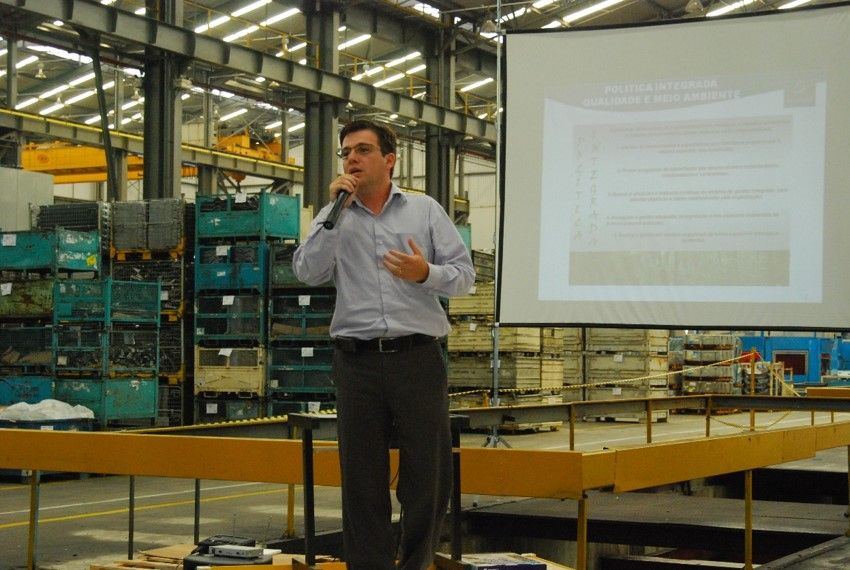 Mr. Eduardo Correa giving a presentation at a manufacturer