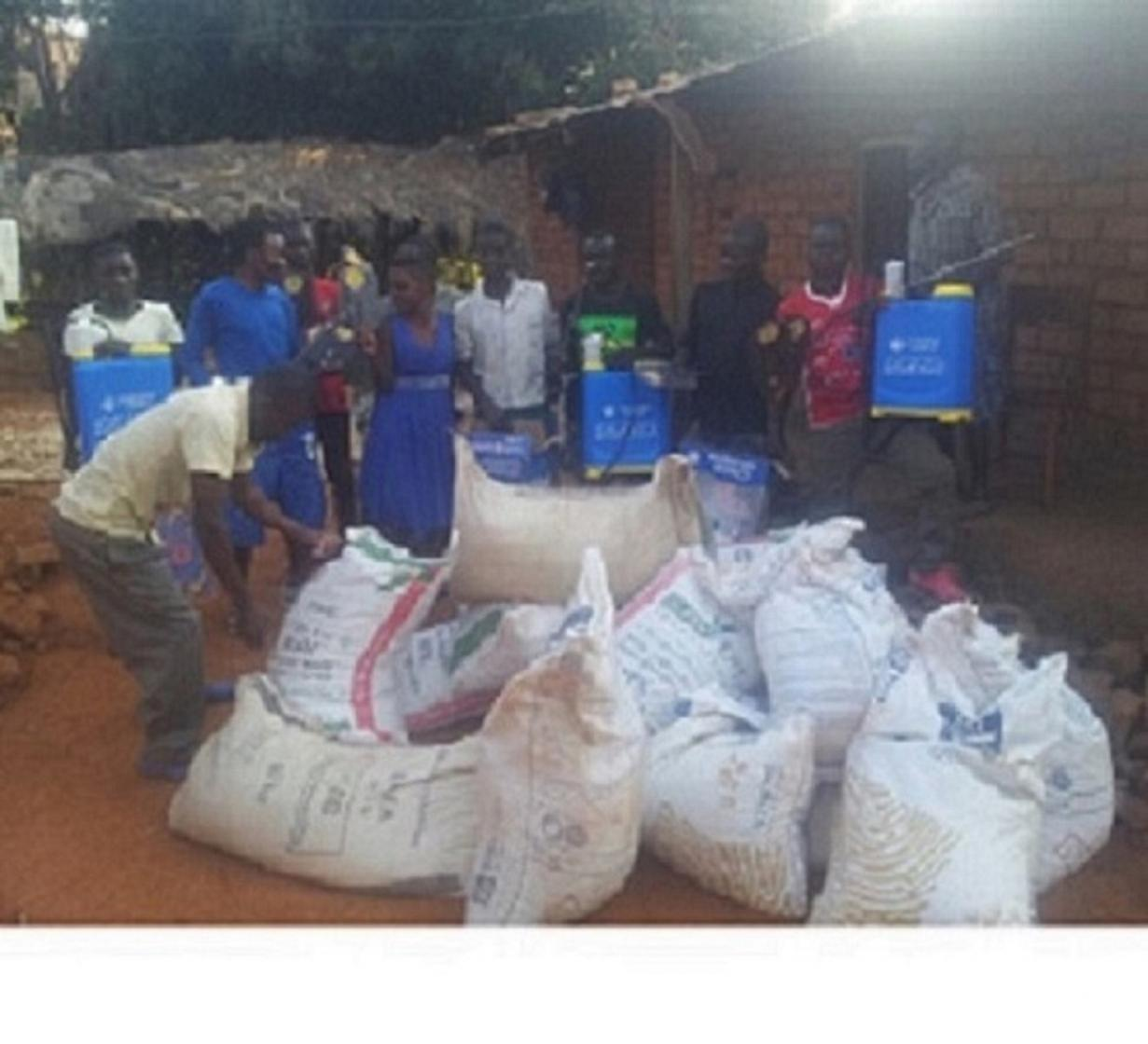 Denis Mhango and young farmers with seed, fertilizer and tools