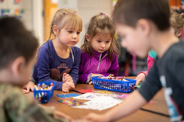 Pre-K students create greetings for soldiers