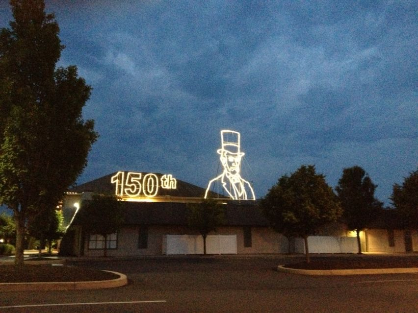 Custom Lincoln Rooftop Decoration
