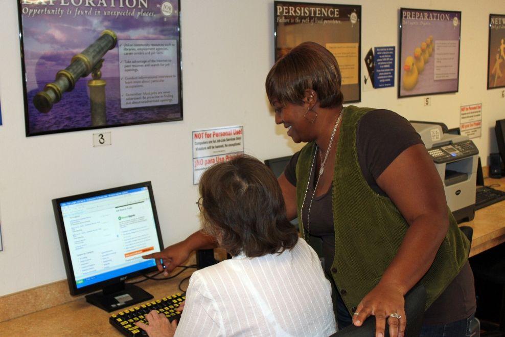 Job-Link staff assist with digital training modules.