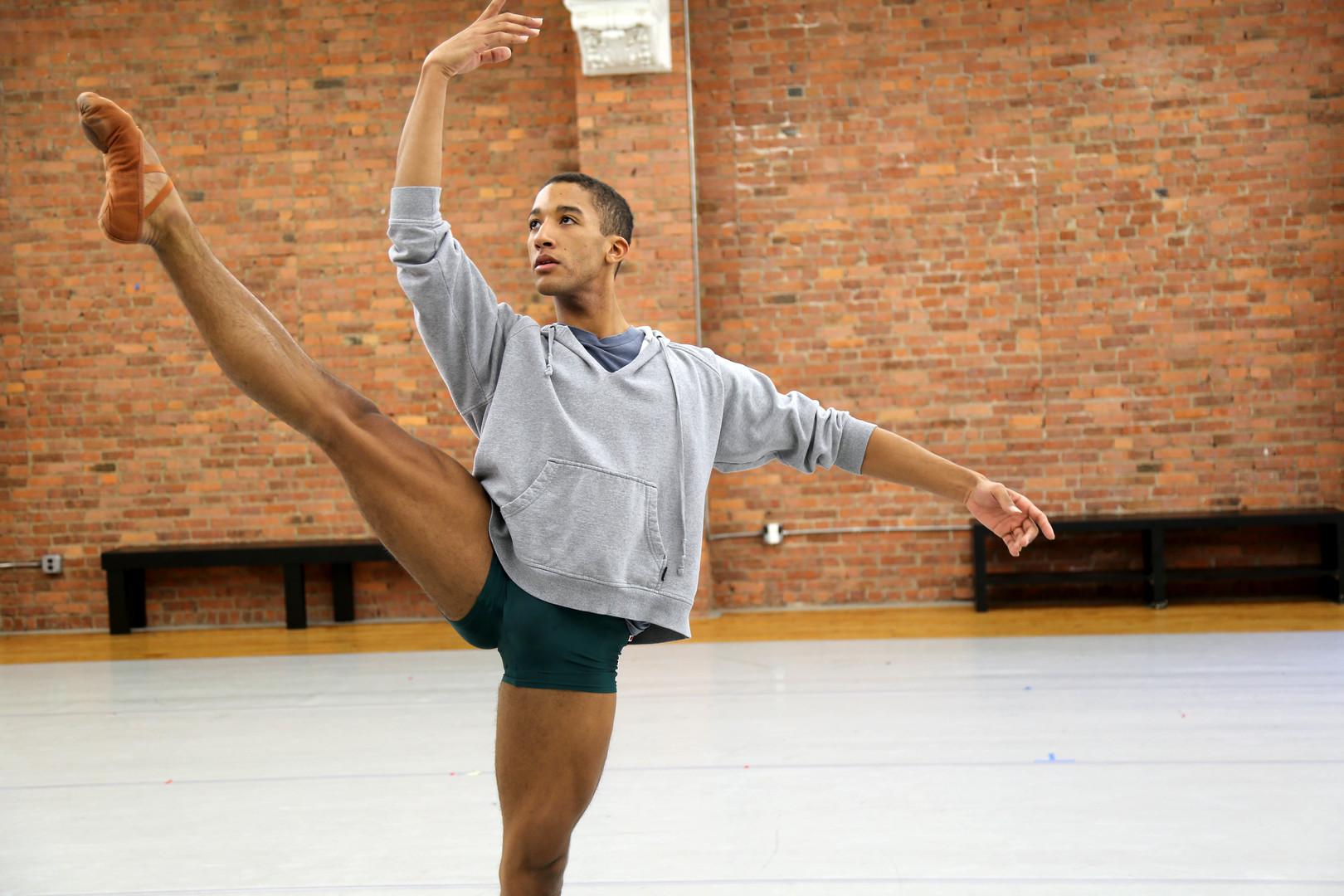 Danseur by Scott Gormley