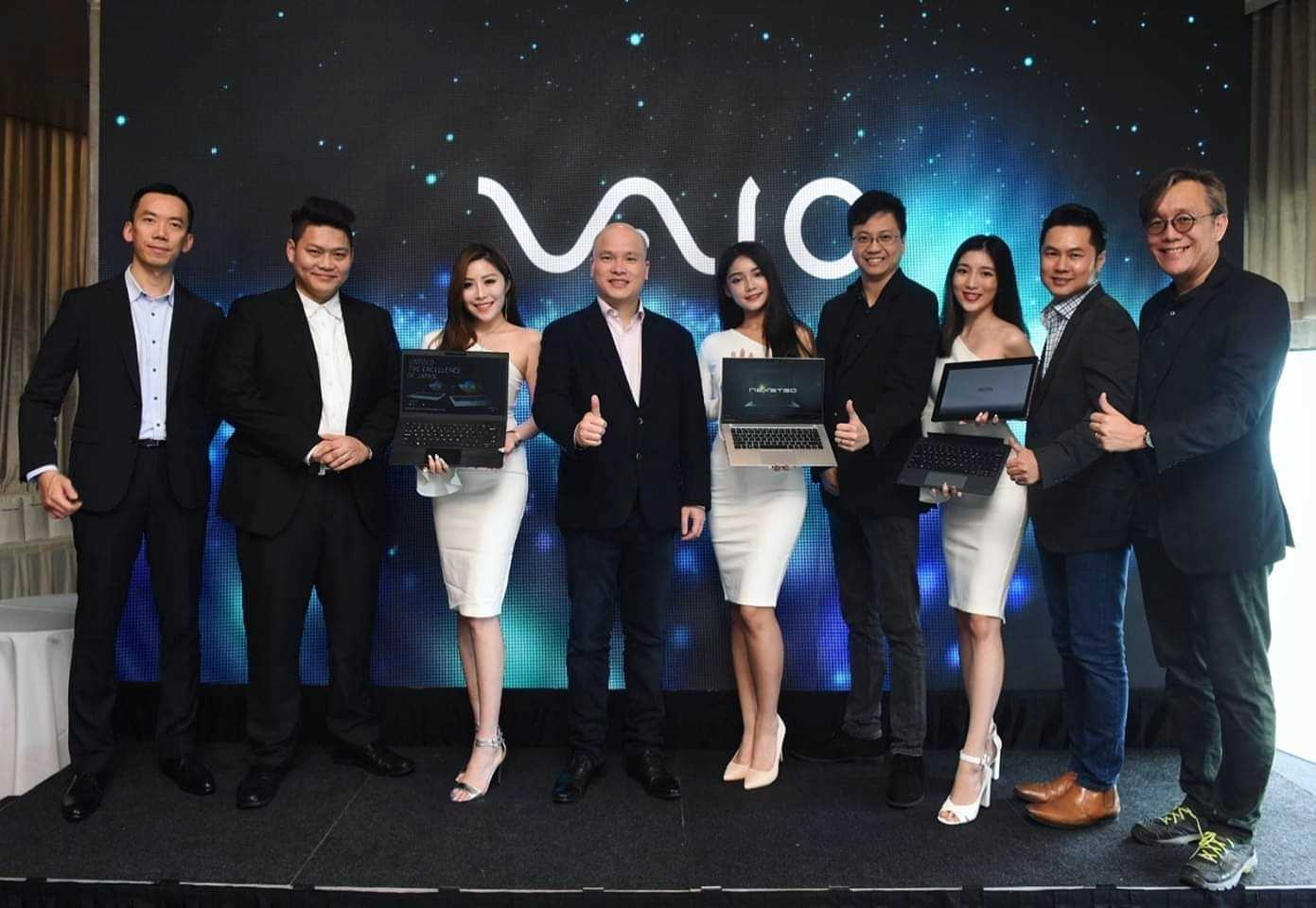 Alex Chung, CEO (4th from left), with other VIPs from Nexstgo.