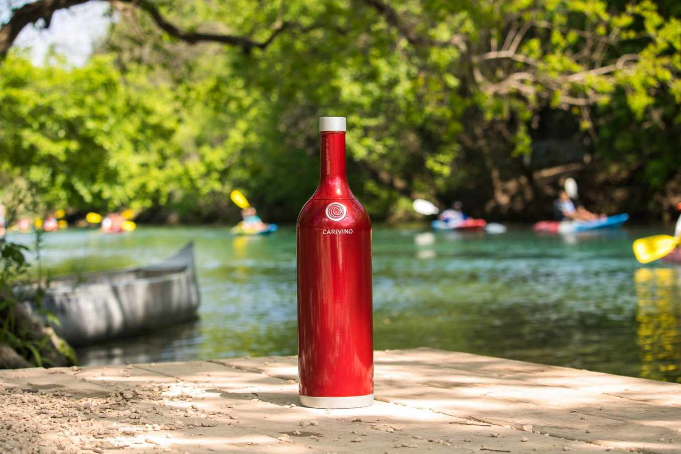 World's First Insulated Outdoor Wine Bottle With Glasses Inside
