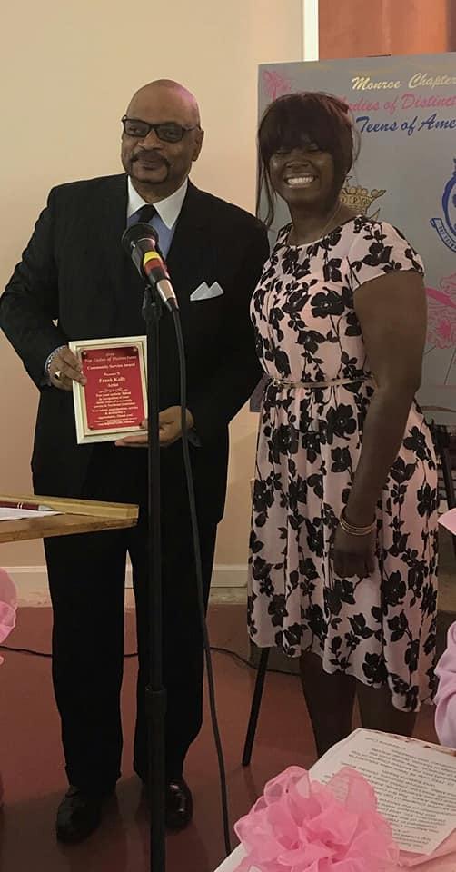 Frank Kelley Jr. receiving Community Service Award
