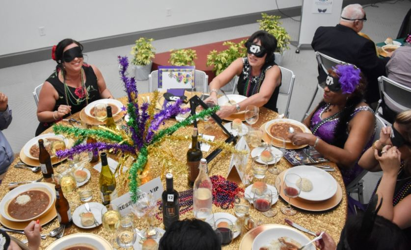 "Blindfolded diners experience blindness while ""Dining in the Dark"""