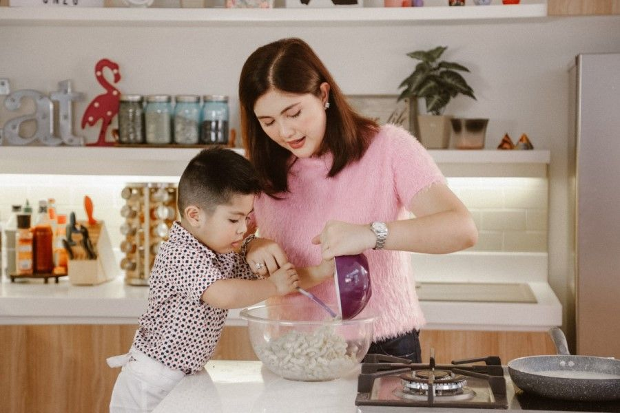"""Dimples Romana and her son Onzo in the TFC Digital Shorts """"Dimps' Kitchen"""""""