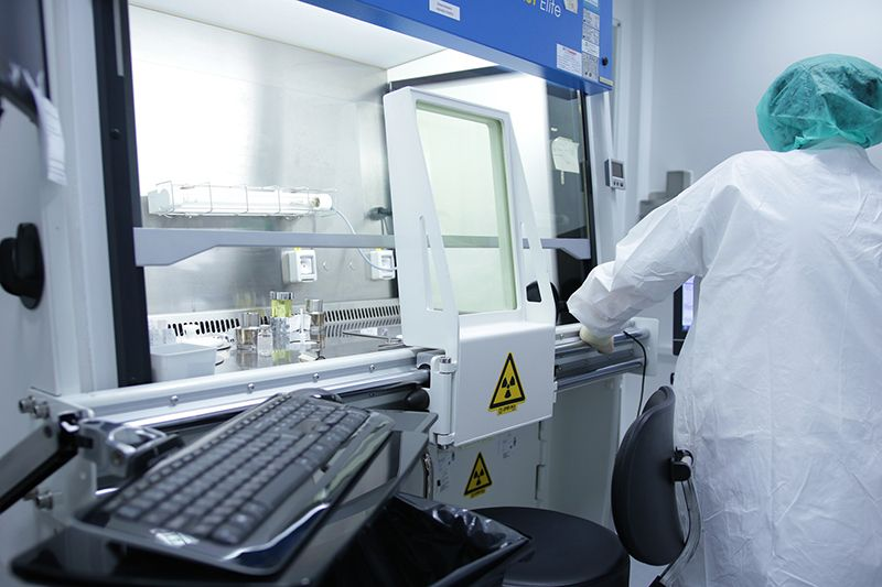 Monitoring a hospital cleanroom
