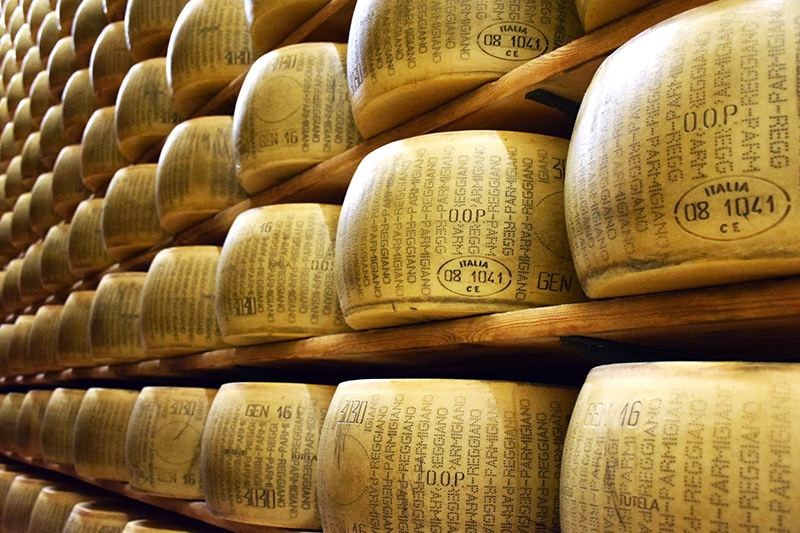 Monitoring the cheese aging process