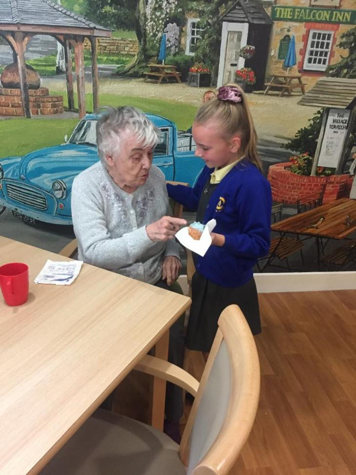 Care home resident and Craylands Primary pupil