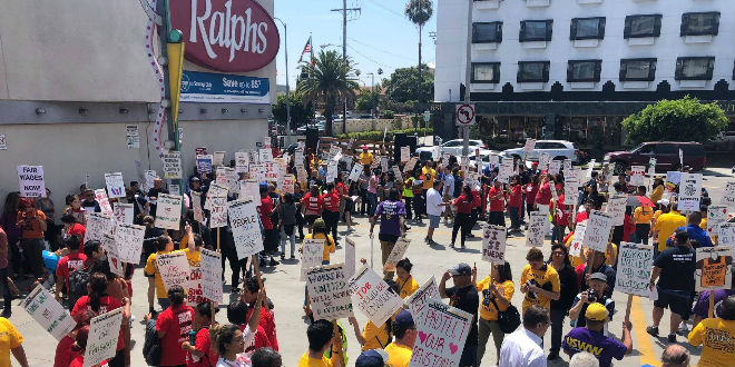 Grocery workers demand better benefits