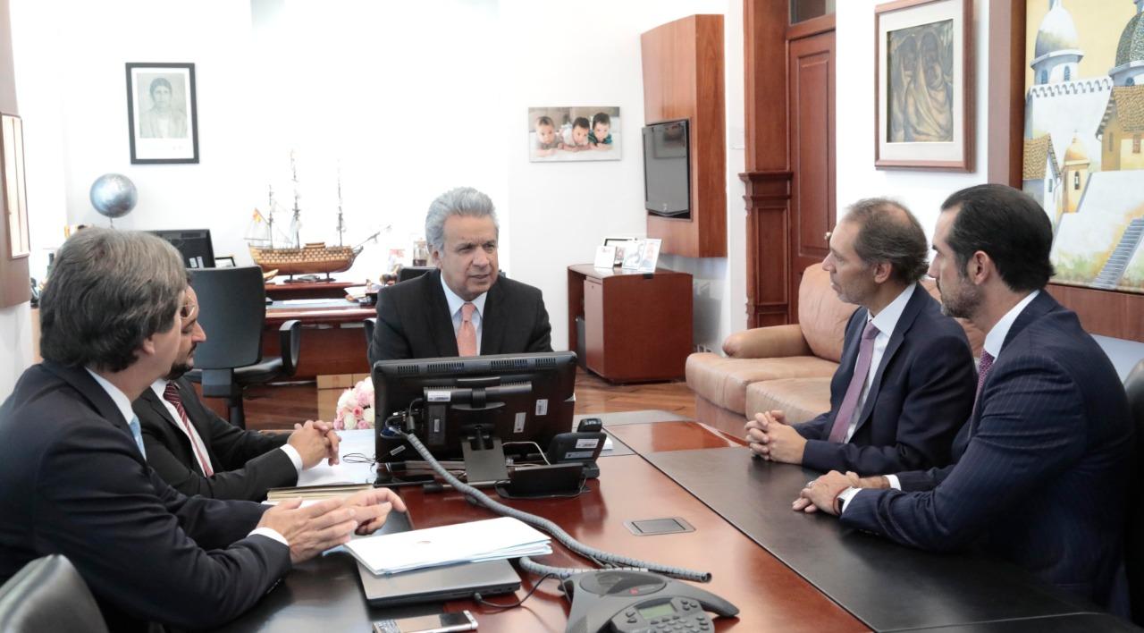Presidente Lenin Moreno con representantes de Claro