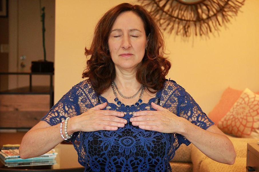 Vicki Draper Self Reiki with Chakra 4 Heart Chakra