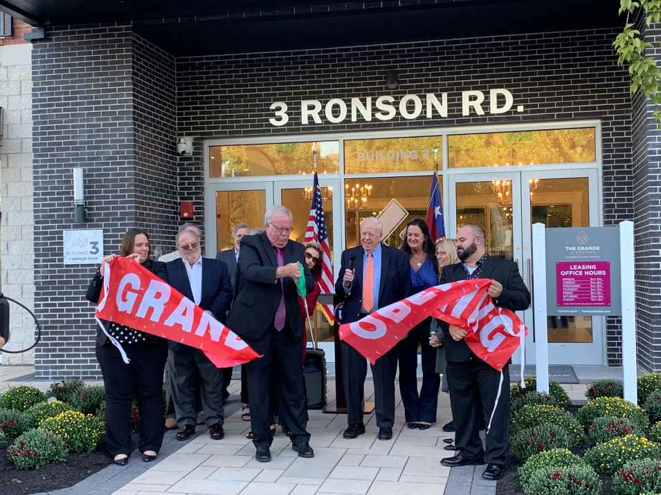 The Grande at Metropark recently celebrated the grand opening of Building 3.