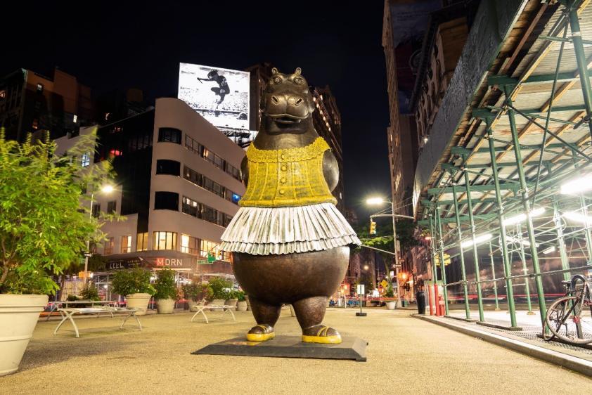 Hippo Ballerina at Flatiron Plaza