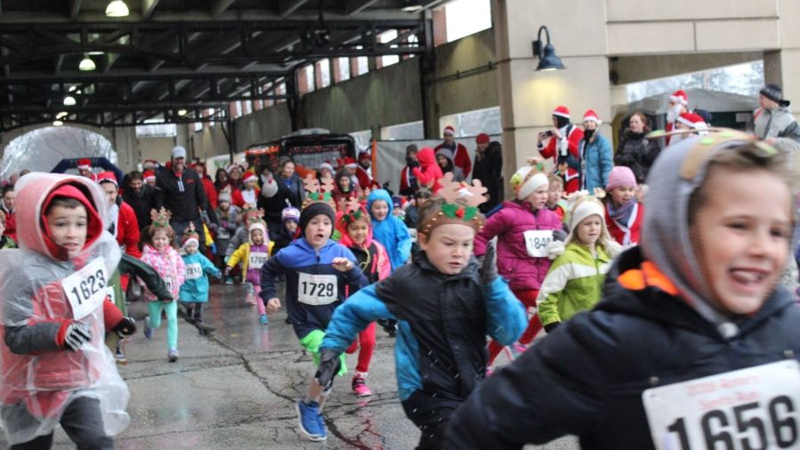 At the Santa Run, the youngest runners compete in the Reindeer Run.