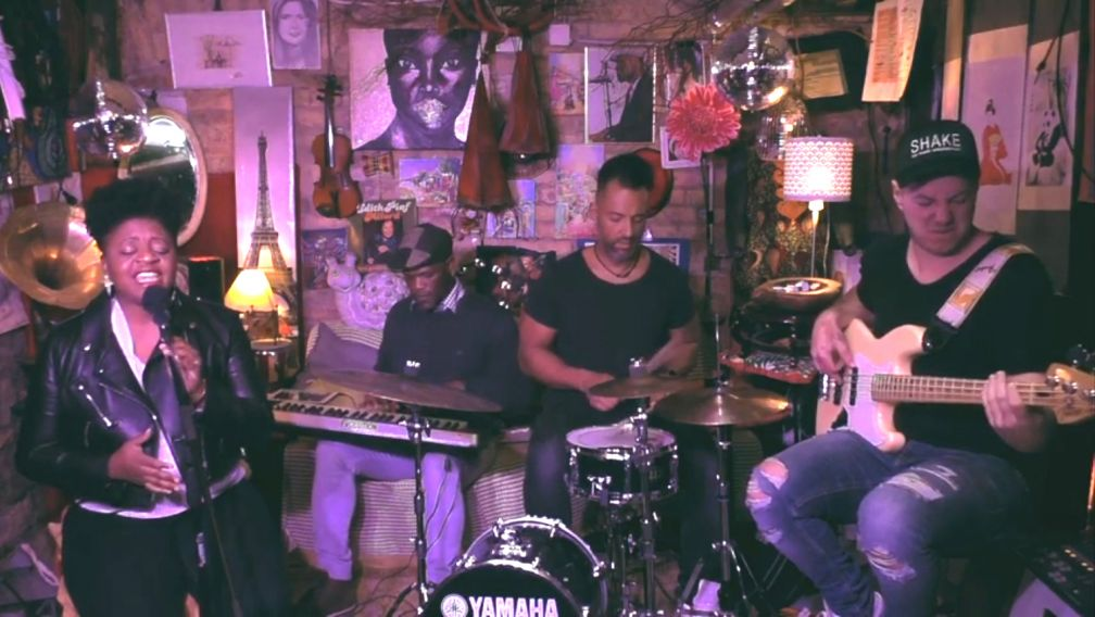 Menoosha (vox), Eden Noel (keys), Maurice London (drums), Julian Knoll (bass)