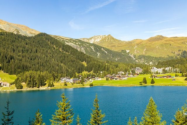 Lake Davos, Switzerland. Photo credit: pixabay.com