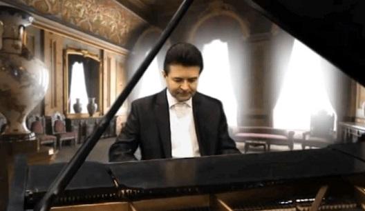 Pianist, Andreas Kazmierczak.