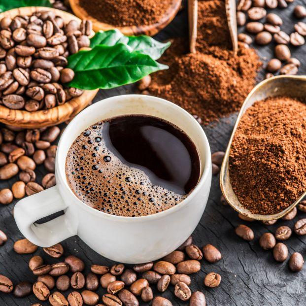 Que efeito a cafeína anidra tem na depressão?