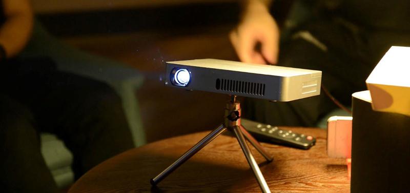 iCODIS 720p Compact Projector - Vivid 813